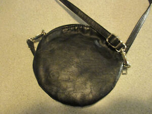 QUALITY BRAND NEW BLACK PURE LEATHER PURSE London Ontario image 2