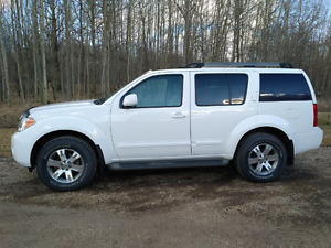 2012 Nissan Pathfinder SUV 4x4, asking 18,500