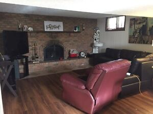 Roommate wanted in two bedroom all inclusive! Windsor Region Ontario image 2