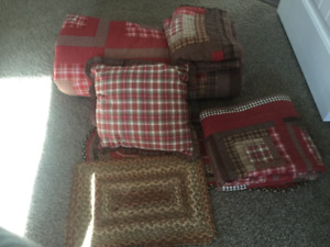 King quilt and accessories