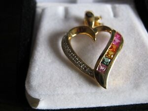 10 kt yellow gold pendent with multi-coloured sapphires