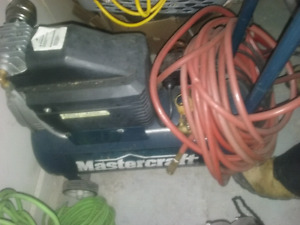 Air compressor hardly used with hose