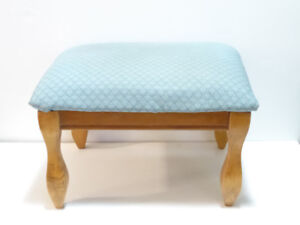 SMALL BLUE-SHELLED PATTERNED FOOTSTOOL WITH WOODEN LEGS