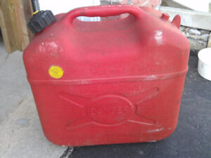 RARELY USED Gas Tank Jerry Can 5 US Gallons 18L