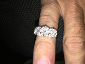 MINT CONDITION DIAMOND RINGS FOR SALE