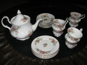 "Royal Albert bone china tea set  ""Moss Rose"""