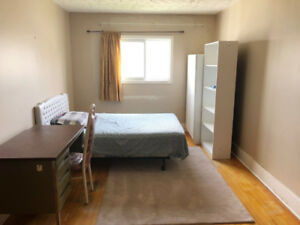 Spacious room close to MUN, supermarket n bus stop. all included