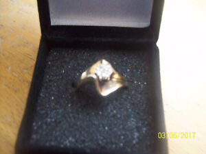 22 KAROT DIAMOND RING   10 carot gold band