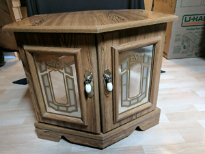 Side wooden table/cabinet