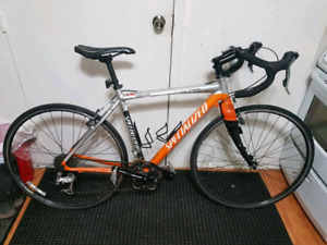 Velo route Specialized (1500$ neuf)