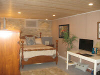 AVAILABLE AUGUST 17-31 LARGE COZY BEAUTIFUL ROOM