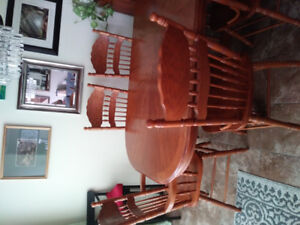 Beautiful large dinning room set with 8 chairs