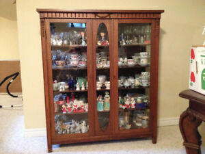 Beautiful Vintage Antique China Cabinet