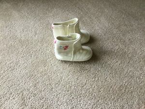 Cute Elmo Booties / fits 6-12 mths / Very Good Condition