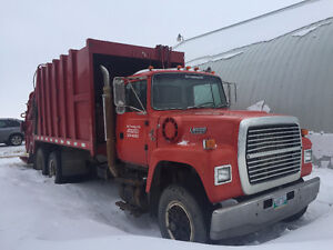 Ford L9000 Garbage compacter