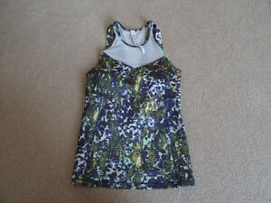 Lululemon tank top NWOT Size 6 built in bra.