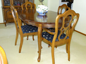 MOVING SALE QUALITY FURNITURE, PRINTS TV DININGROOM TABLE HUTC