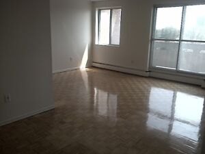 Large 1 Bedroom-Richmond Rd & Woodroffe Ave.-$950/month incl.