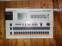 Perfect Condition Roland TR-707 with memory card.