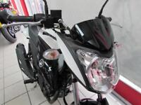 YAMAHA YS125 IN WHITE. LEARNER LEGAL 125cc. 2017 67 REG ONLY 12 MILES...