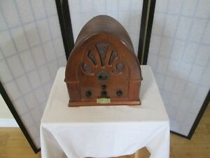 AM/FM CATHEDRAL STYLE RADIO