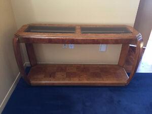 Table de Salon basse avec (2) verres fumés en bois massif