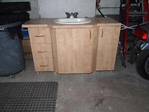 Bathroom Vanity / Vanite Salle de Bain
