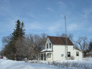 House for Sale. 144 5th St. in Reston, Mb