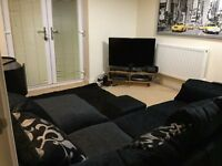 Professional Double Room All Bills Included, NO FEES, Driveway Parking.