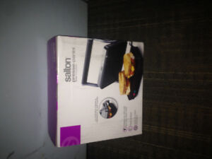 salton panni grill (stainless steel) new never used
