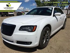 2014 Chrysler 300 300S   Loaded, sunroof, NAV, Heated Seats