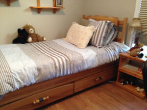 Solid wood bedroom set, includes twin mates bed and much more