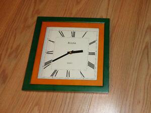 Horloge carrée murale Bulova