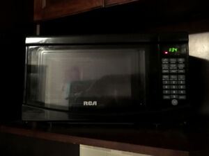 RCA RMW733 freestanding microwave 17.8 in width