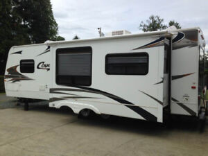LIKE NEW 2007 Cougar 294 RLS Travel Trailer
