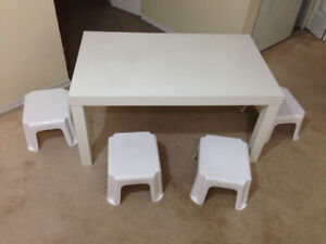 White Coffee Table with 4 Small Chairs