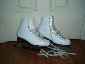 Ladies / Girls Ice Figure Skates White size 5, 6, 8, 9