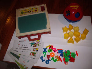 FISHER PRICE DESK/TUPPERWARE SHAPE-O BALL