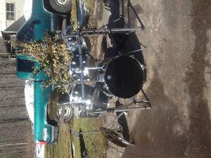 7 piece drum set, Tama double pedal.