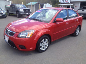 2010 KIA RIO, 88,000 KMS, CALL 832-9000 OR 639-5000
