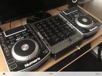 CDJ Numark NDX400 and Numark M4 mixer