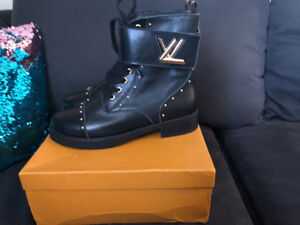 Louis Vuitton  WONDERLAND RANGER boots size 10