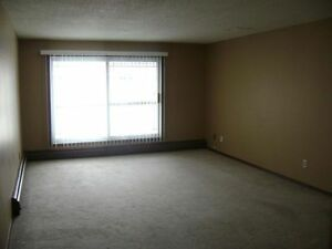 WEM LOCATION! LARGE 3 BDRM! BALCONY! POOL! WEIDNER CARES!
