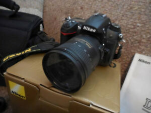 NIKON D7000 FOR SALE, MINT CONDITION.