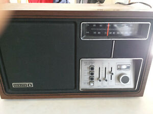 VINTAGE ZENITH AM/FM TABLE RADIO MODEL J430W