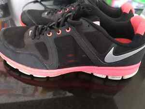 Nike women's size 10 - excellent condition