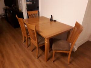 Table en frêne et 4 chaises