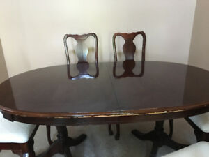 Queen Anne Style Cherrywood Dining Room Table
