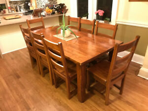 Beautiful Malaysian Rubberwood Dining Table 8 Matching Chairs