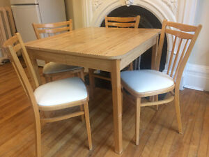 Beautiful kitchen table set for sale